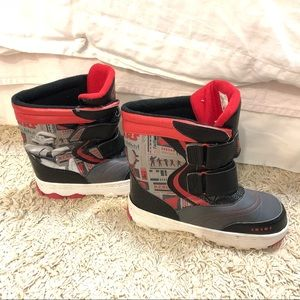 STAR WARS REBELS WINTER BOOTS SIZE 4 KIDS.